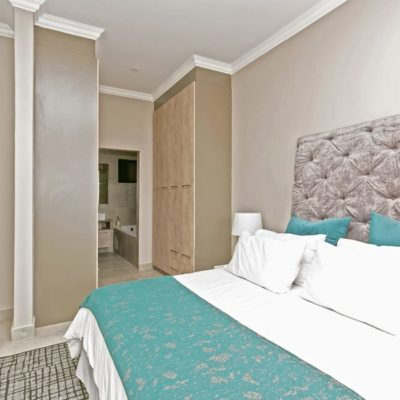 IQ Arabella - Bedroom with ensuite Bathroom